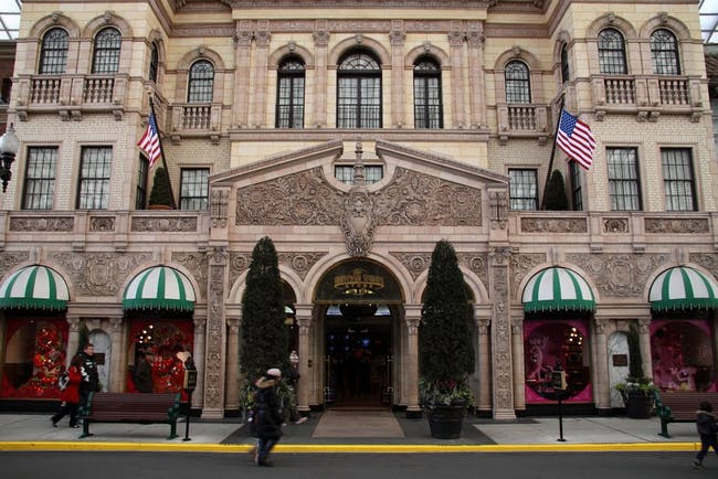 Beverly Wilshire hotel, image via Panoramio.