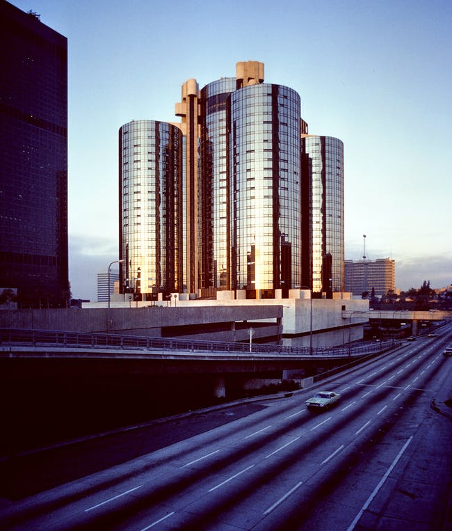 JOHN PORTMAN, BONAVENTURE HOTEL, LOS ANGELES, 1977. Photo by Wayne Thom.
