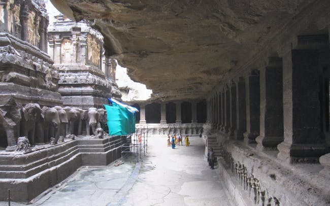 Kailasanatha's colonnade and colossal overhang