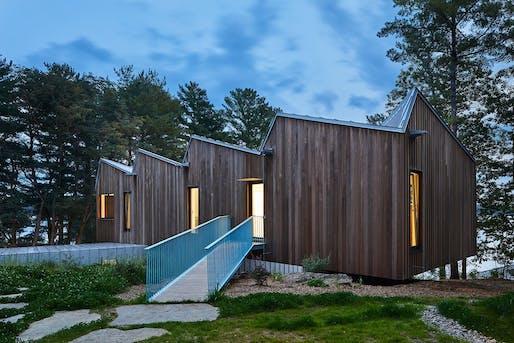 Coryn Kempster and Julia Jamrozik   Sky House, Stoney Lake, Ontario, 2017. Credit: Doublespace Photography.
