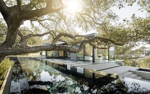 AIA|LA DESIGN AWARD - MERIT: Oak Pass Main House (Beverly Hills, CA) by Walker Workshop. Photo: Joe Fletcher Photography.