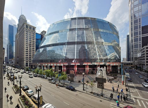 Helmut Jahn's iconic Thompson Center in Chicago. Photo: Rainer Viertlböck.
