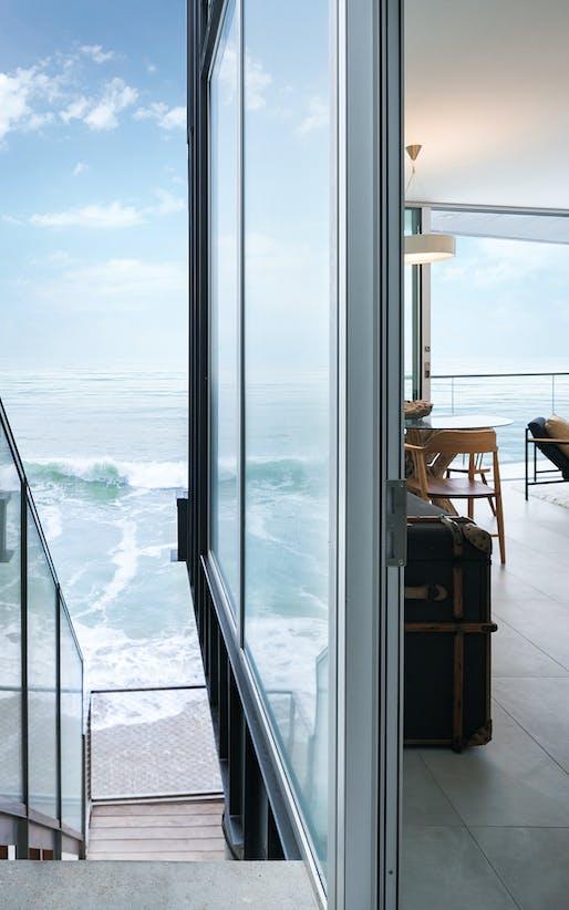 AIA|LA DESIGN AWARD - MERIT: House Noir (Malibu, CA) by Lorcan O'Herlihy Architects. Photo: Paul Vu.