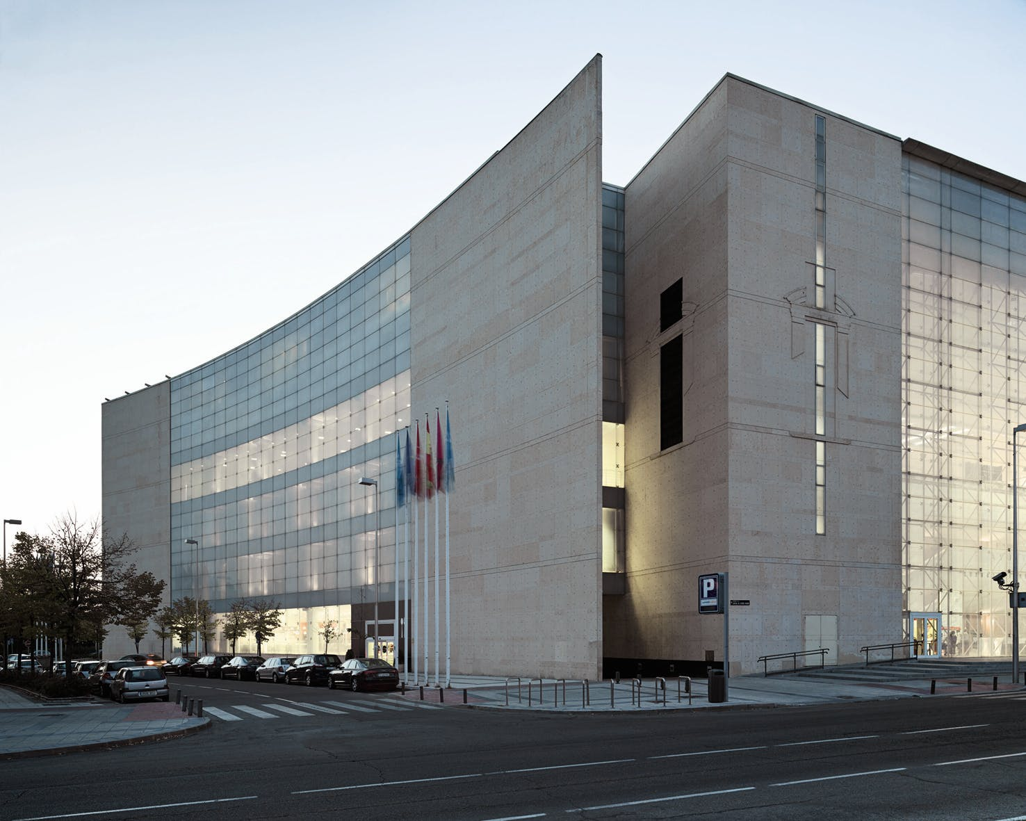Madrid congress center ricardo bofill taller de for Arquitectura de interiores madrid