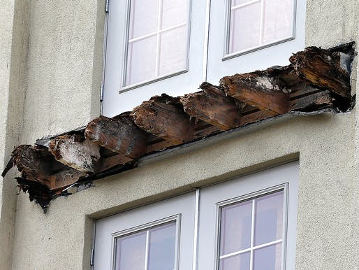 The rotted wood on the collapsed balcony in Berkeley. Image via timeinc.net.