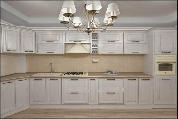 Design interior bucatarie case stil clasic cu materiale de designer