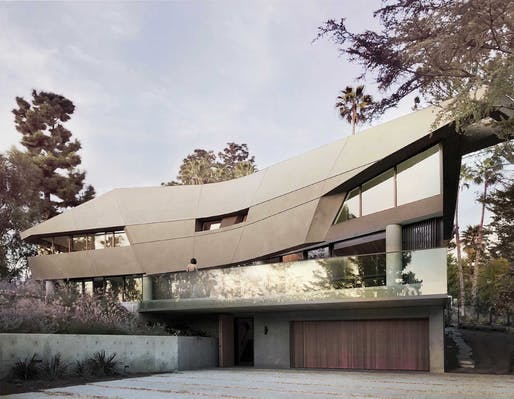 SINGLE-FAMILY RESIDENTIAL - MEDIUM (up to 5000 square feet) - Merit: Slither (Los Angeles, CA) by Patrick TIGHE Architecture. Photo: Antonio Follo.