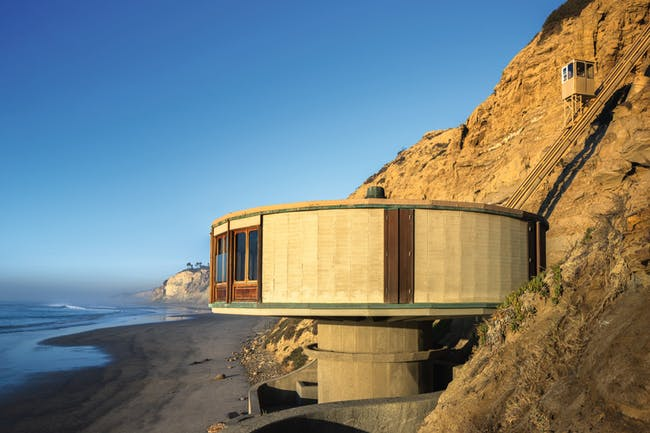 """Bell Beach House, from """"Mid-Century Modern Architecture Travel Guide: West Coast USA"""" by Sam Lubell. Photo: Darren Bradley, courtesy of Phaidon."""