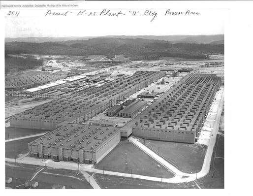 Aerial view of the K-25 plant located in Oak Ridge, CA, 1945. Image: National Archives and Records Administration.