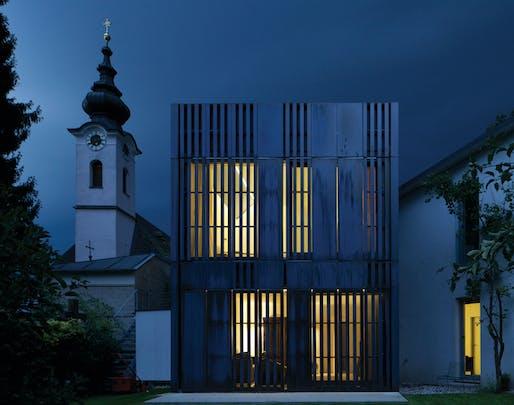 Schmuckkästchen im Hinterhof by strobl architekten ZT GmbH, Michael Strobl. Image: German Design Awards.