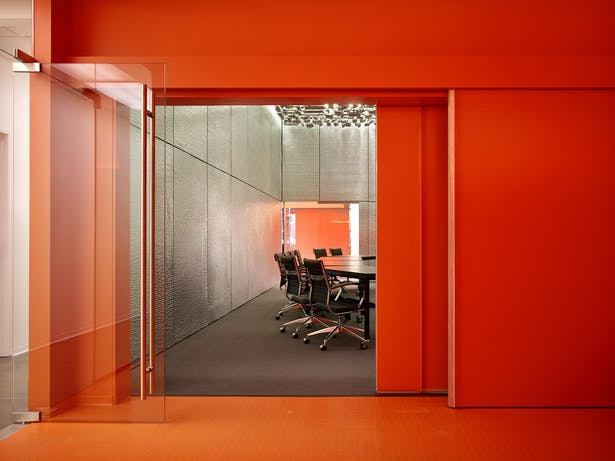 A pair of 30' wide sliding panels allow two rooms to become one.