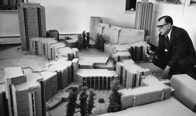 Eero Saarinen surveys a model.